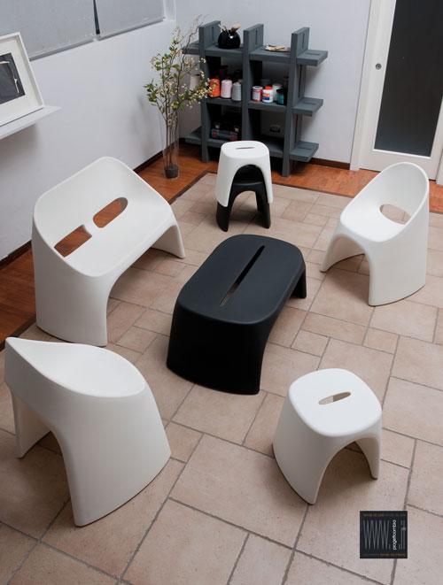 N.8 PEZZI AMALIè  facile Ambientazione- N.3 sgabelli cm.46x40 h 43-N.1 tavolo panchetta  cm120x67 h 87-N.2 sedie cm50x67 h87-N.1 divanetto duetto cm 120x67 h 87-N.1 libreria cm138x40 h138 tel 0258315644