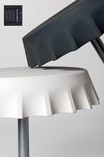 FIZZZ 2 pezzi  70 h 70 cm  70 h 70  cm  Colore Bianco e Nero  Peso: 28 kg/28 kg  Disponibile con luce compresa nel prezzo su richiesta del cliente Per informazioni chiamare 02-58315644