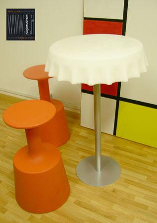 FIZZZ  70 h 110 cm  Colore Bianco   Peso: 30 kg  Disponibile con luce compresa nel prezzo su richiesta del cliente  Per informazioni chiamare 02-58315644