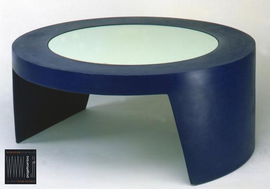 TAO  80 h 34 cm  Glass: opal 57,5 h 0.6 cm  Peso: 8 kg  colore BLU  LACCATO  Per informazioni chiamare 02-58315644