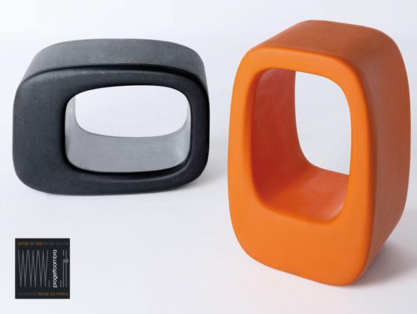 LAZY BONES 2 pezzi  40 X 50 h 72 cm  Peso: 8 Kg  Colore: Nero e Arancione. Disponibile in altri colori su richiesta del cliente. Per informazioni chiamare 02-58315644