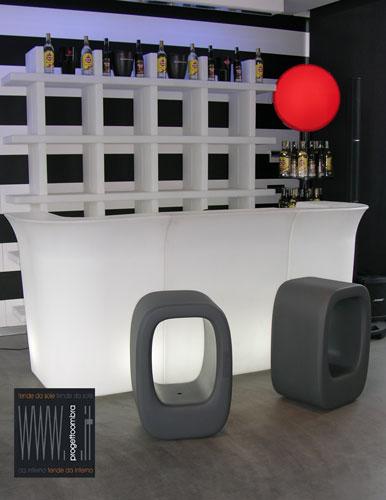 LAZY BONES 2 pezzi  40 X 50 h 72 cm  Peso: 8 Kg  Colore: Nero . Disponibile in altri colori su richiesta del cliente. Per informazioni chiamare 02-58315644