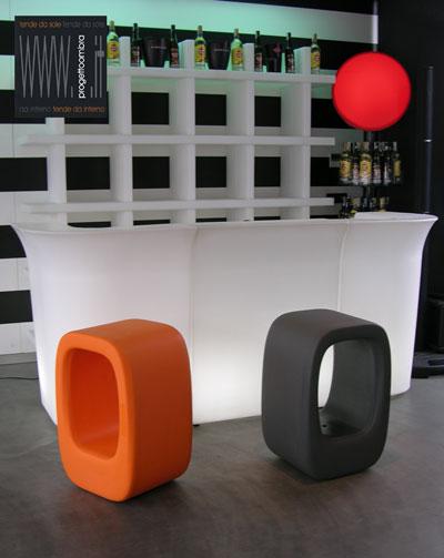 LAZY BONES 2 pezzi  40 X 50 h 72 cm  Peso: 8 Kg  Colore: Nero e Arancione.  Disponibile in altri colori su richiesta del cliente Per informazioni chiamare 02-58315644