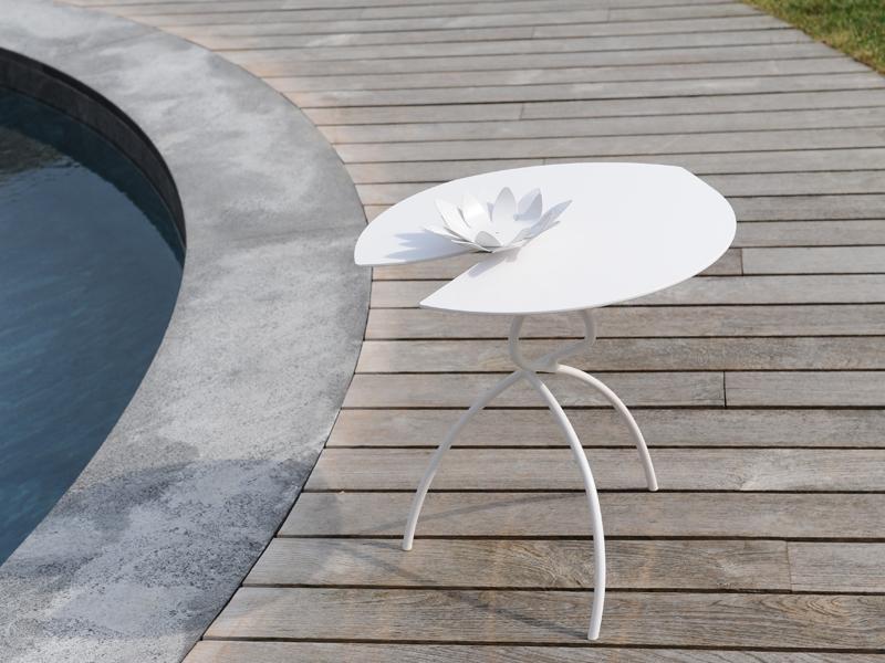 Tavolini  foglia 50 cm h 50H per interni ed esterni a forma di fiore di loto con possibilità di personalizzare a richiesta il colore per richieste non esitate a contattarci 0258315644