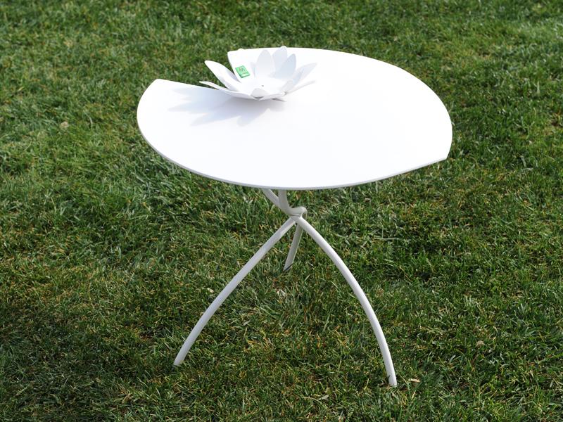 Tavolini foglia 50 h 62 per interni ed esterni a forma di fiore di loto con possibilità di personalizzare a richiesta il colore per richieste non esitate a contattarci 0258315644