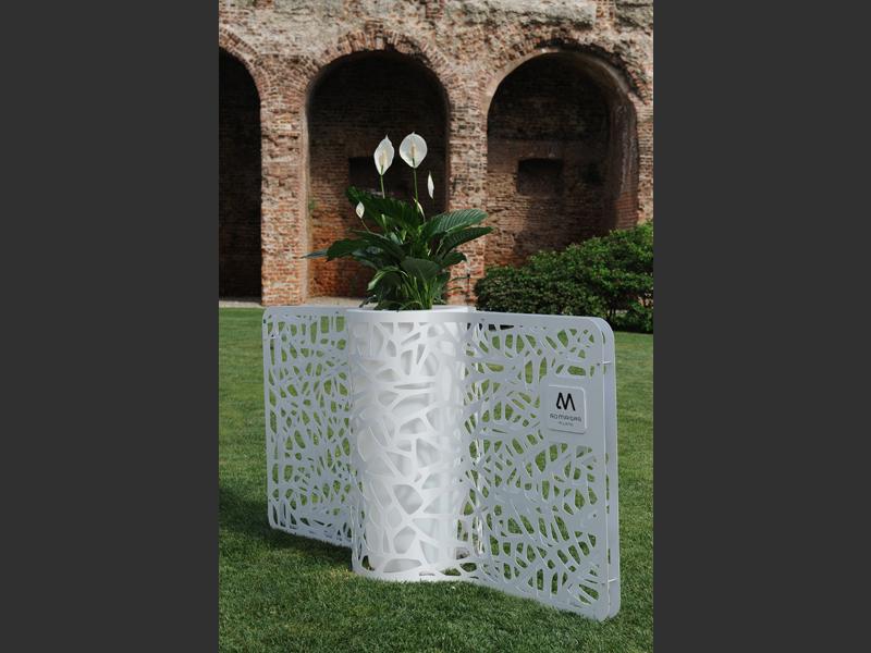 Tutto su progetto e su disegno  in questa ipotesi  i porta vaso o séparé  anche su misura tel.0258315644 questo vaso a séparé  su misura 1 da 235x110h