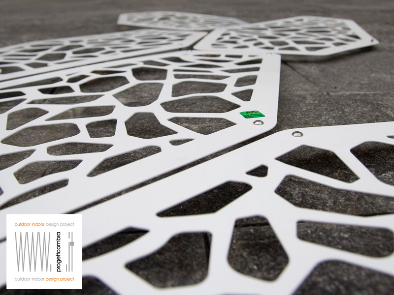 risott  ,(pezz. singoli) unico elemento decorativo componibile per far arrampicare o semplicemente per abbellire  .tel 0258315644n. 1 pezzo 50 €