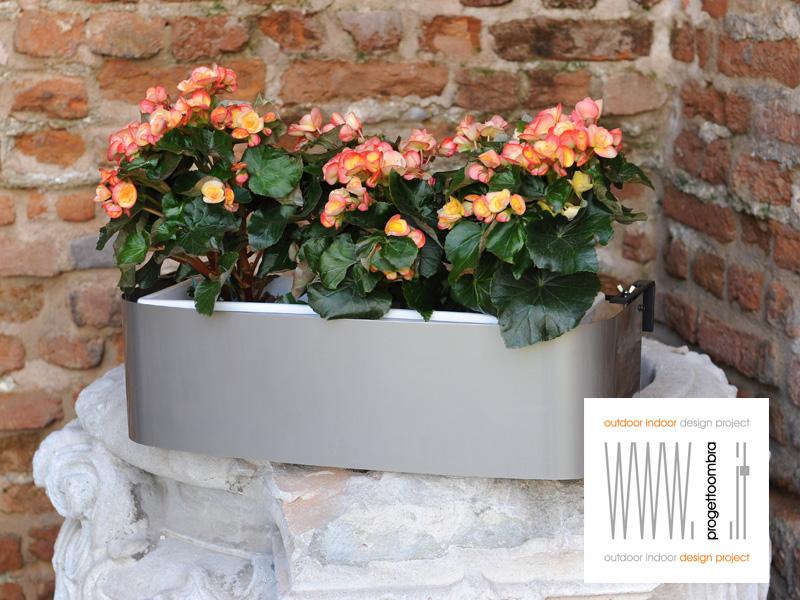 Vasi per balconi su disegno per preventivi 0258315644, tutto viene fatto  per poter lavorare su singolo progetto e balcone o finestra , diverse sono le finiture , lucide o opache .