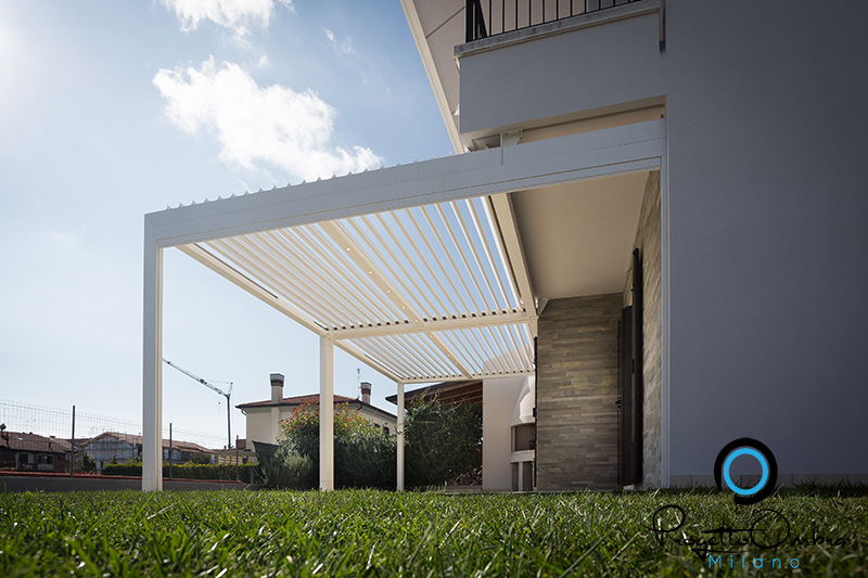 Bioclimatica Veranda  con lame movibili addossata